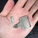 久留米市 鍵穴の中で鍵が折れてしまった