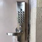 自動で閉まる鍵