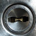 鍵穴の中に鍵が折れ込んでしまった時は!