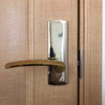 【鳥栖 ドアノブを変えたい】 廃盤品のため、類似品へ扉を加工して取替え