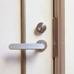 【鳥栖 玄関の鍵が心配】 ドアレバー取替え